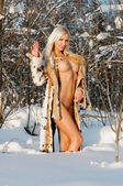 Beautiful naked blonde woman in winter forest. — 图库照片