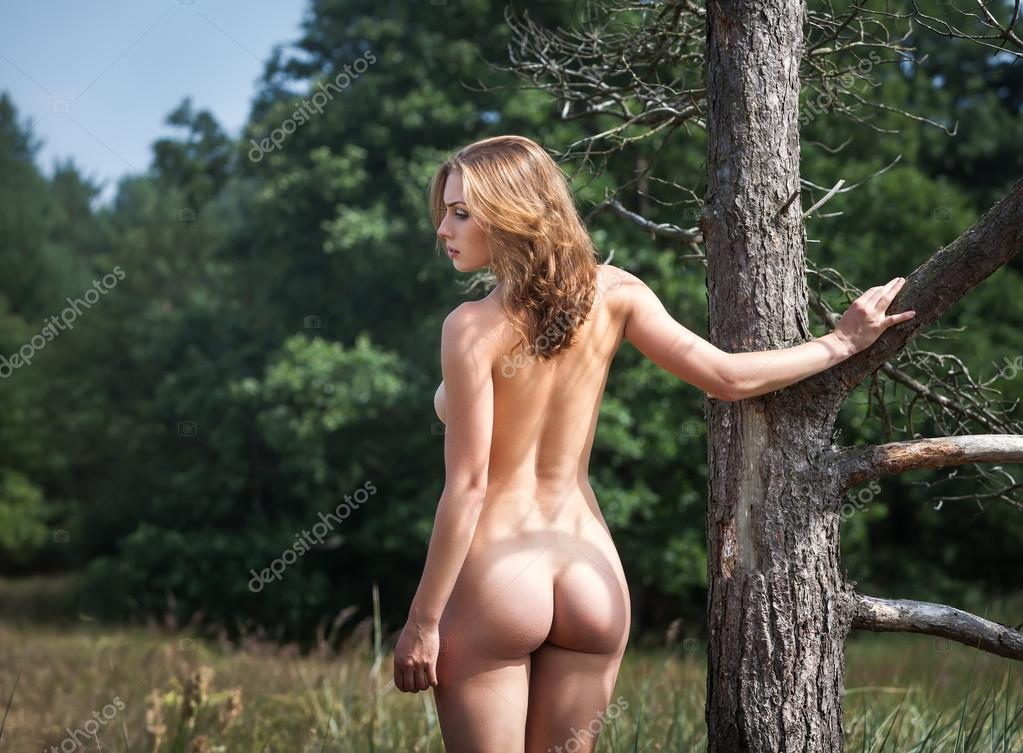girl naked in tree stand