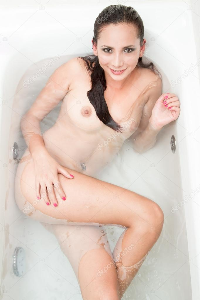 beautiful nude women bathtub
