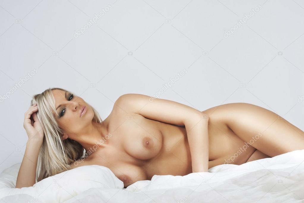 Nude Girl Relaing In Bed Stock Zdenek Kintr Filmvz Portal