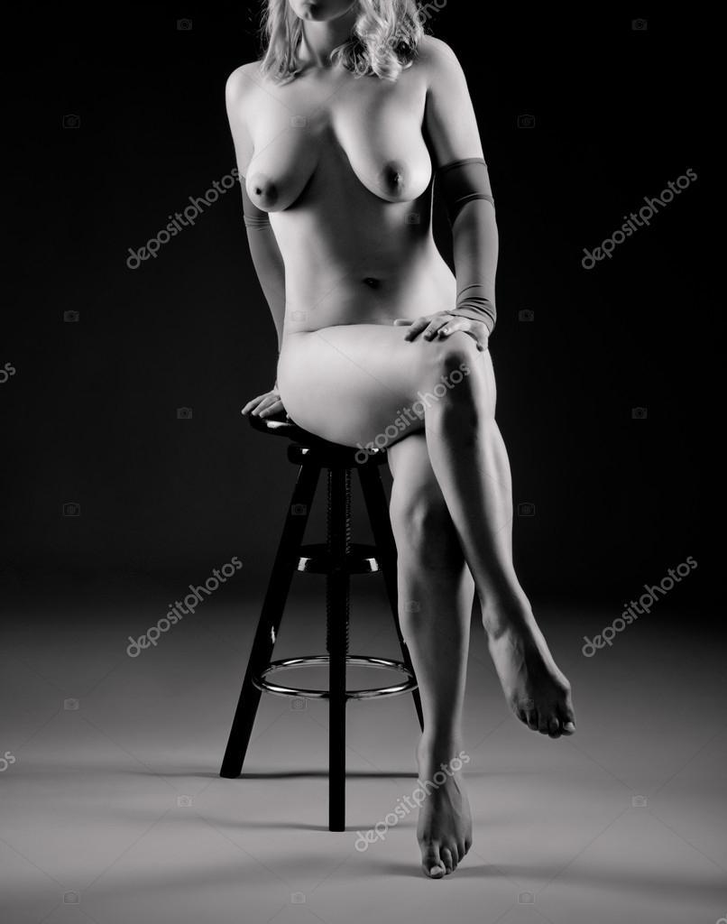 Привлекательная голая девушка 13 фотография