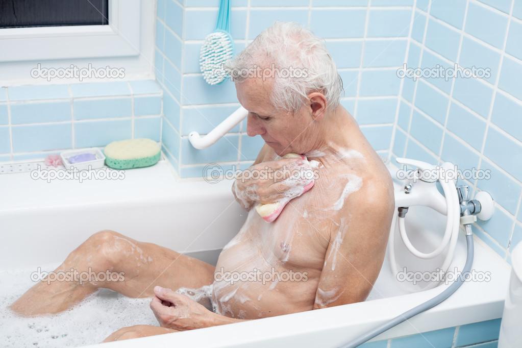 golaya-tetka-v-dushe