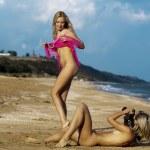 Naked girl on the beach. — Stock Photo #13719488