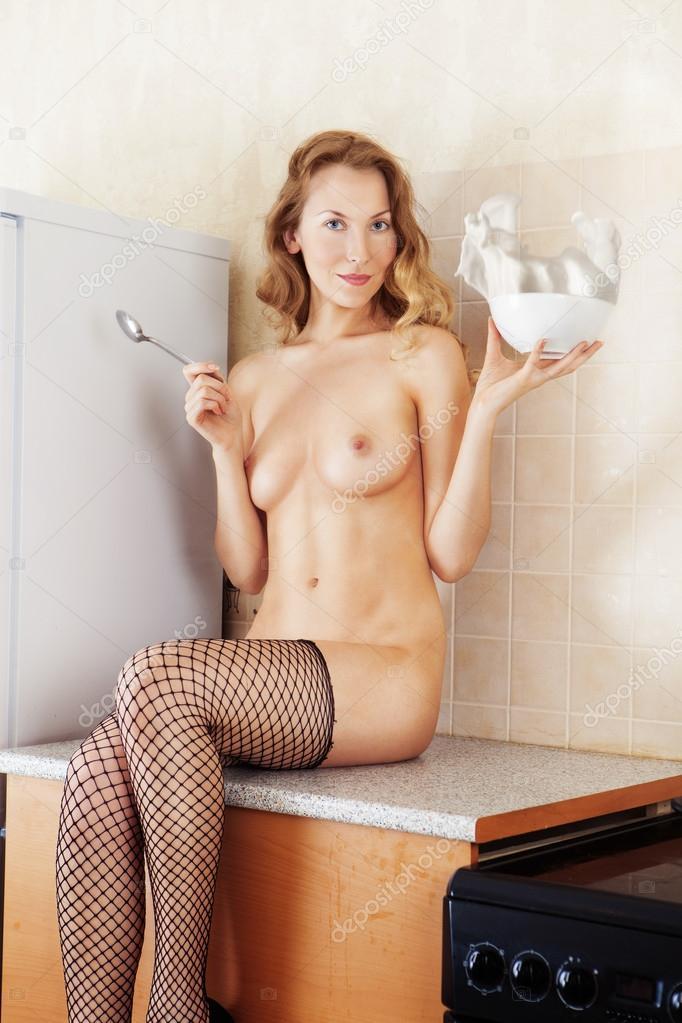 Nackte Frau In Der Küche