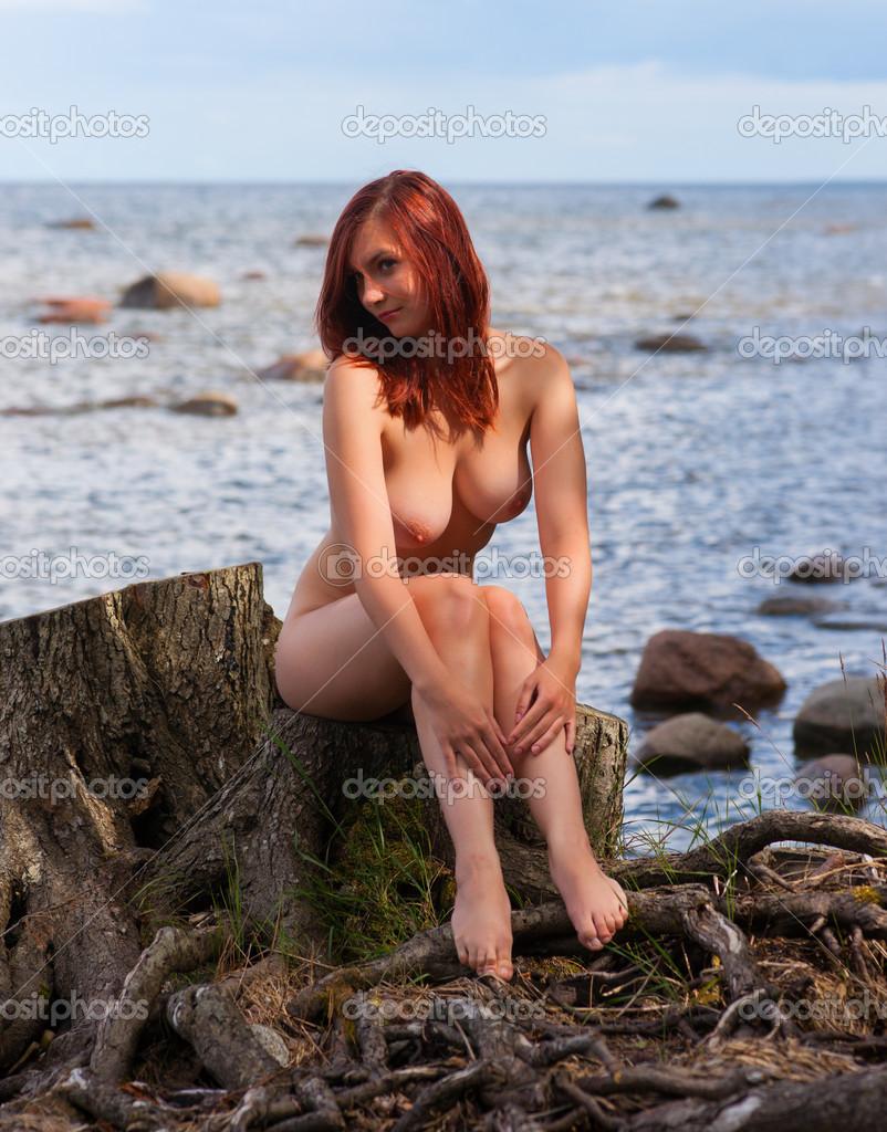 nude women on stump