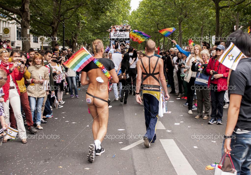 porno-parad-v-berline