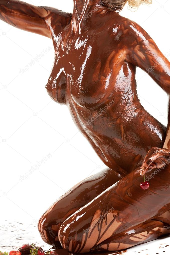 women-covered-in-chocolate-nude-posing-tits